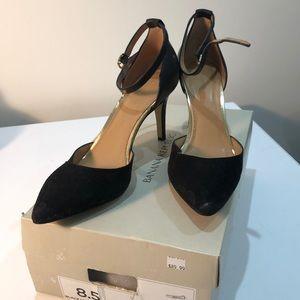 Banana Republic Giana heel. Black and gold 8.5